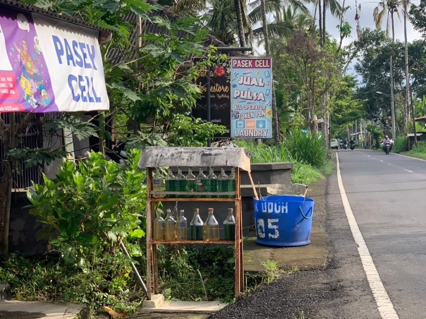 Informal and DIY gas stations in remote locations